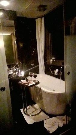 Brown TLV Urban Hotel: Badezimmer Mit Whirlpool