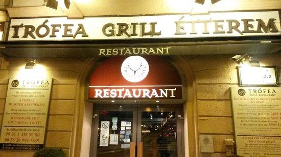 Trofea Grill Restaurant: L'ingresso
