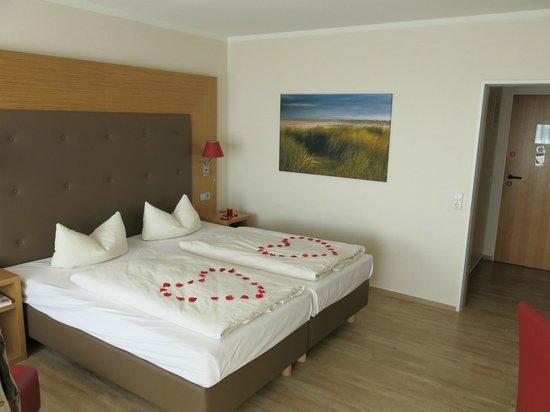 Upstalsboom Hotel Am Strand: Blick ins Zimmer