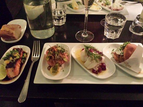 Plockepinn Restaurant & Bar: Lax - Tartare - Torsk - Fläskburgare