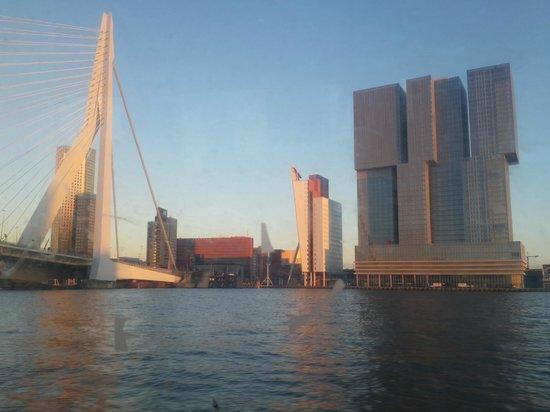 nhow Rotterdam: Hotel Nhow with Erasmus Bridge on its Side