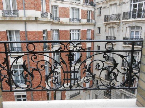 Hotel Alize Grenelle Tour Eiffel: Vue de la chambre