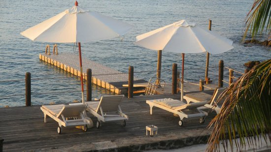 Hibiscus Beach Resort & Spa : Ponton - Zugang zum Meer