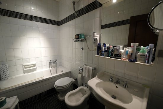 Hotel Mascagni: Bathroom