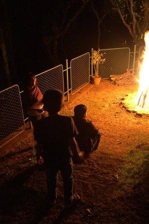 Thippanahalli Homestay: Evening bon fire