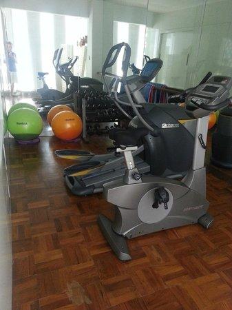 L Hotel Seminyak: very small gym