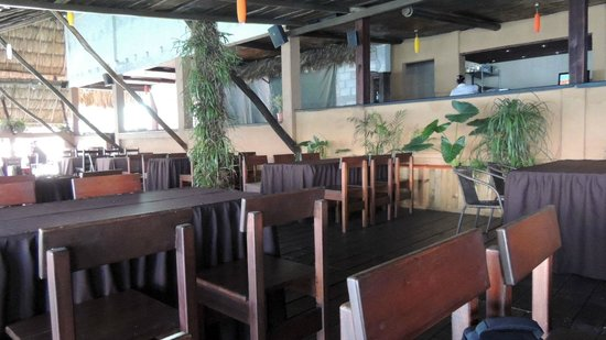Raices Bar and Grill: salone