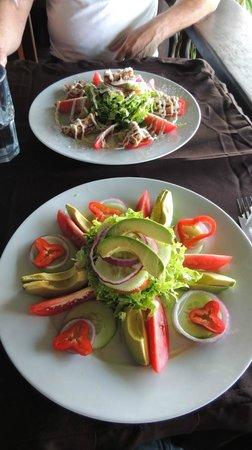 BAR AND GRILL RAICES: insalatoni