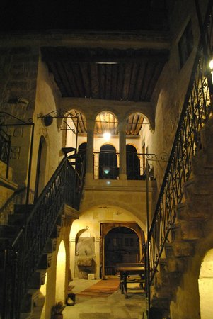 Hotel Cave Konak: The historical courtyard!
