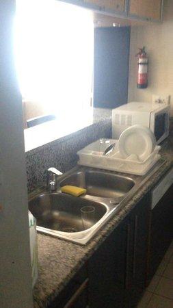 Nuran Marina Services Residences: Kitchen area