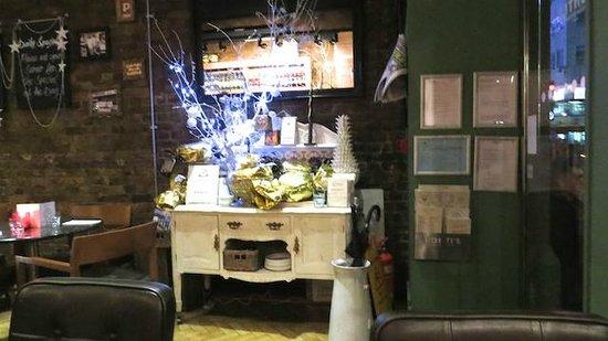 Ponti's Italian Kitchen: Just inside the Entrance
