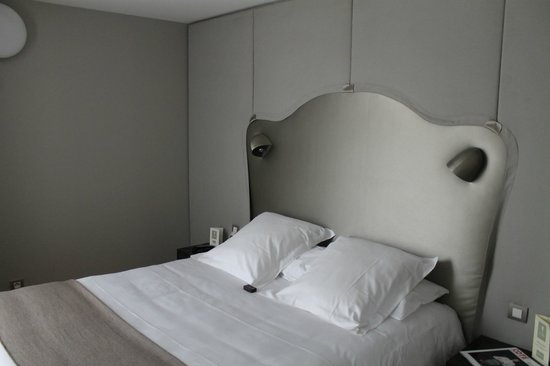Nell Hotel & Suites: Bedroom