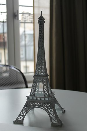 Nell Hotel & Suites (Residence Nell): Our own little eiffel tower