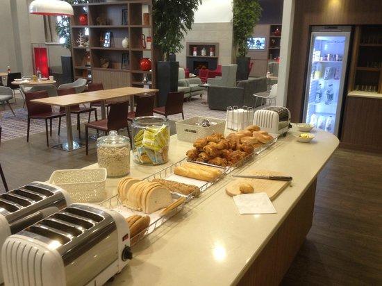 Staybridge Suites Birmingham: A help yourself buffet breakfast - very good.