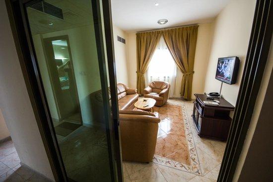 Safari Hotel Apartments: Living Room