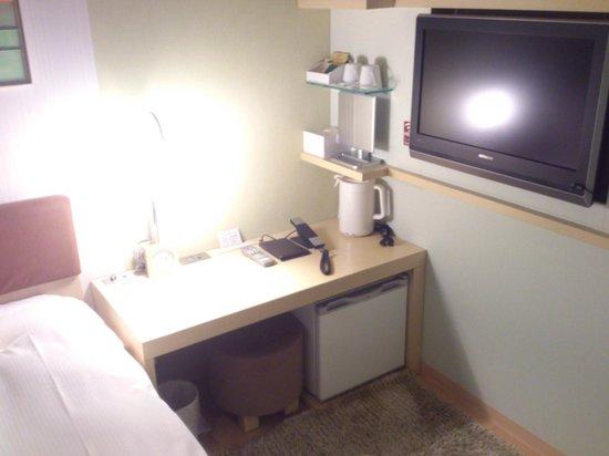 Hotel Resol Ikebukuro: テーブル