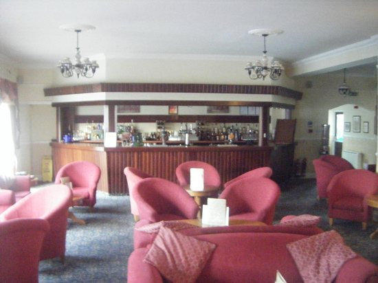 Melville Hall Hotel: Part of the bar area