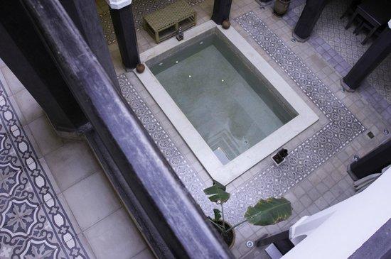 Riad Alnadine: Plunge pool inside the Riad