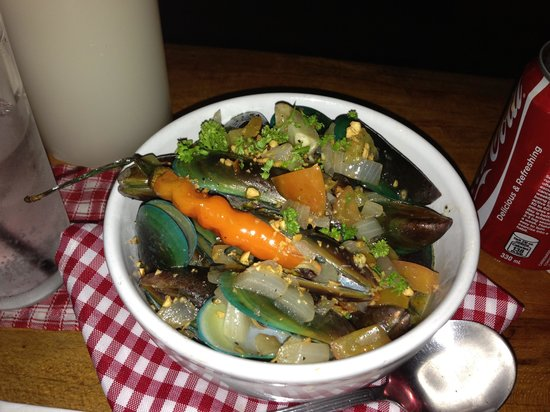 Dos Mestizos: White wine mussels