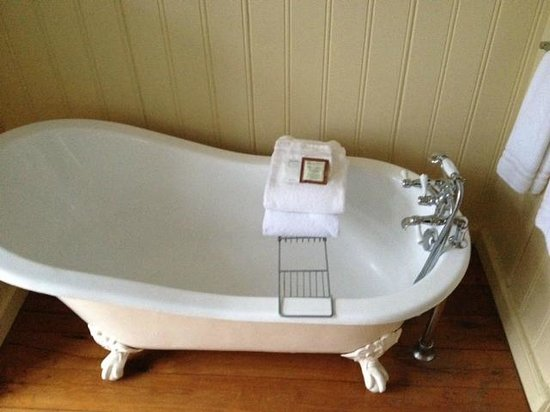 Number 11 Exclusive Guesthouse: Bath heaven