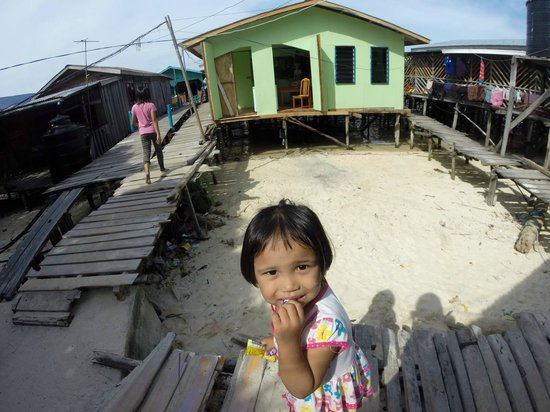 Big John Scuba : children in Mabul island