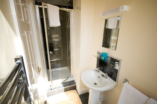Blorenge House: Spacious En-Suite Facilities