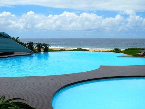Fairmont Zimbali Lodge : Pools at the beach