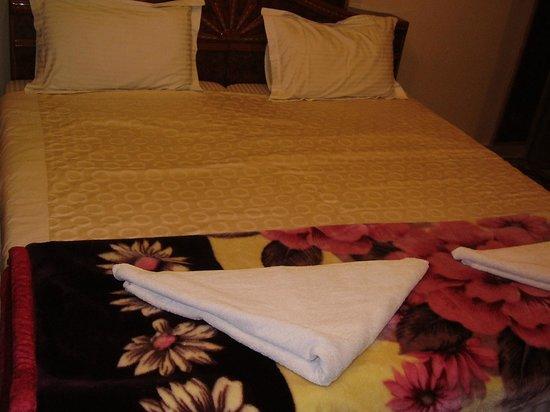 Kedareswar Bed & Breakfast: Comfy clean bed