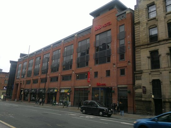 Ibis Manchester Centre Portland Street: Front of Hotel