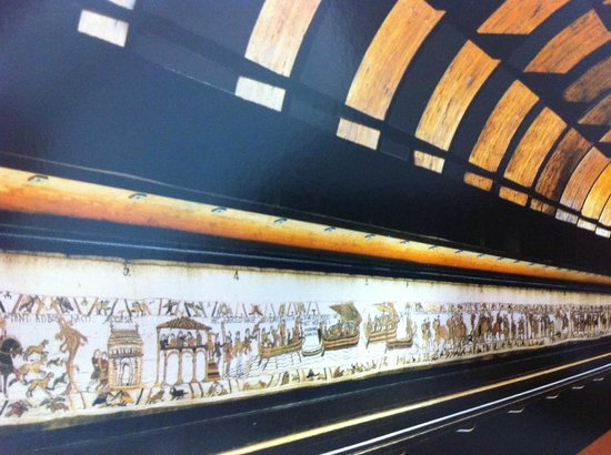 Museo del Tapiz de Bayeux: Photo of postcard.  Cannot take photos of tapestry, but it looks exactly like this.