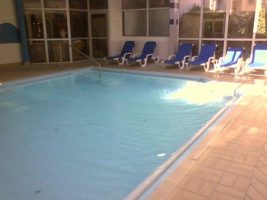 Ibis Sete Balaruc Les Bains : piscine chauffée