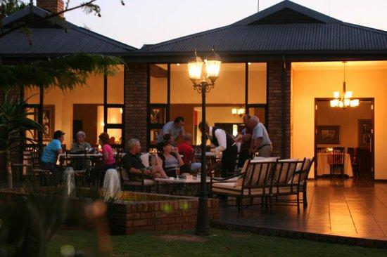 Leriba Hotel and Spa: Chapters Restaurant patio