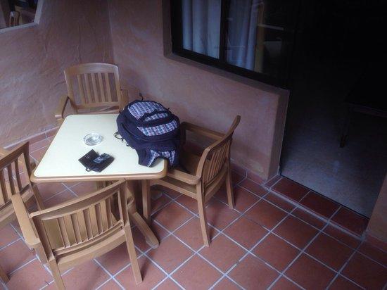 Oasis Duna Hotel: Terrasse im EG