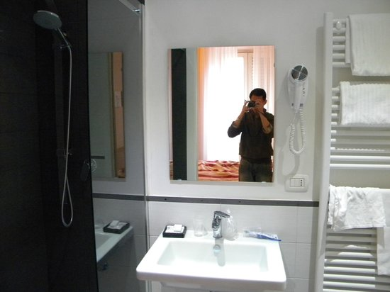 Hotel Saturnia: Banheiro