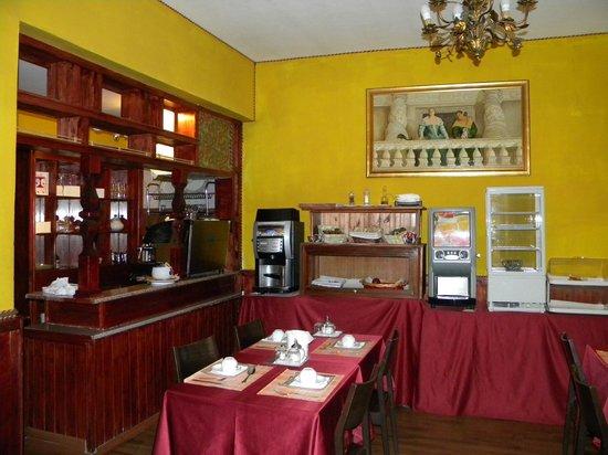 Hotel Saturnia: Café da manhã