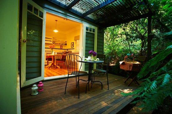 Merrow Cottages: Gatehouse Deck