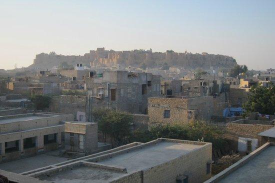 Hotel Pleasant Haveli : Vue sur la citadelle sur la terrasse au matin
