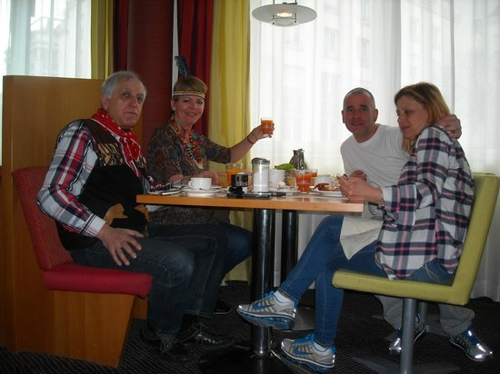 Novotel Mainz: Breakfast with our relatives