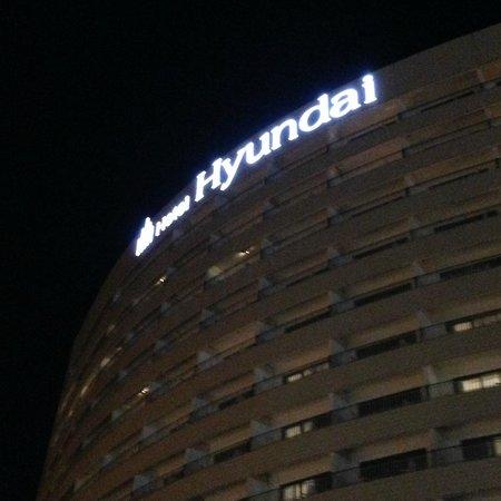 Hotel Hyundai Gyeongju : Tampak depan ketika malam