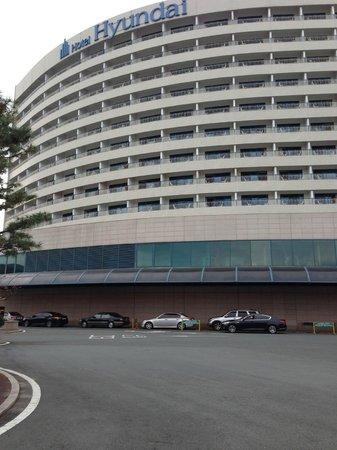 Hotel Hyundai Gyeongju : Tampak depan di pagi hari