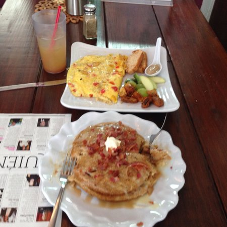 Kamoli Cafe & Boutique: Yummy breakfast. A must stop if you are in the Ocean Park of San Juan, PR.