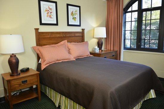 Assembly Inn: Queen Guest Room