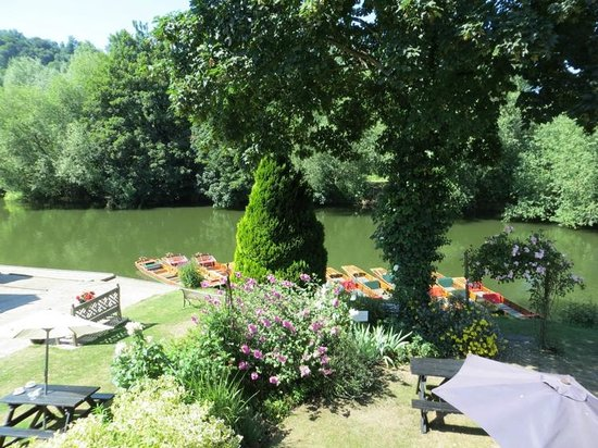 Toad Hall Guest House: This is the view we had from Toad Hall at Bathwick Boating Station