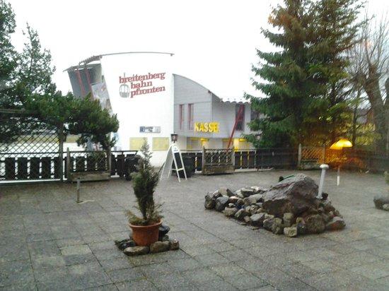 Pfrontener Hof : Hotel ligt naast de bahn