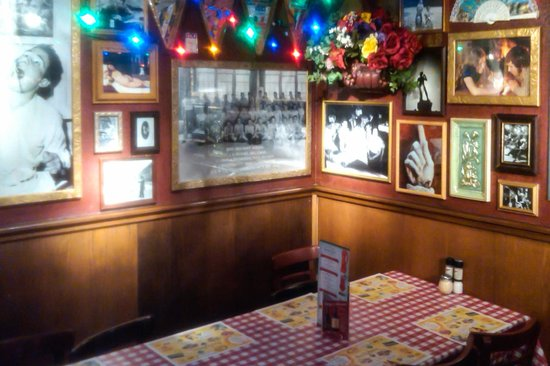 Buca di Beppo: Love the Festive Atmosphere