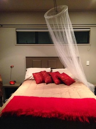 Twin Oaks Fiordland B&B: Bedroom at Twin Oaks