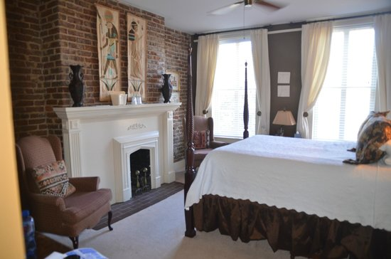 Savannah Bed & Breakfast Inn: Another view of the Egyptian room