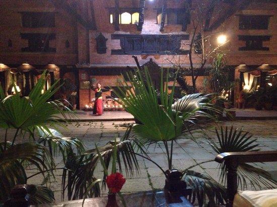 Dwarika's Hotel: Courtyard evening
