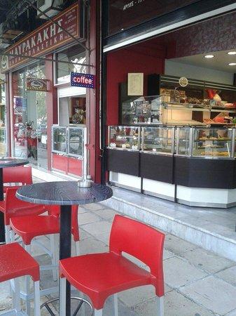 Cafe Maurakakis: Nice outside environment