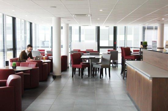 Premiere Classe Lyon Est - Saint Quentin - Fallavier Aéroport : ESPACE LOUNGE